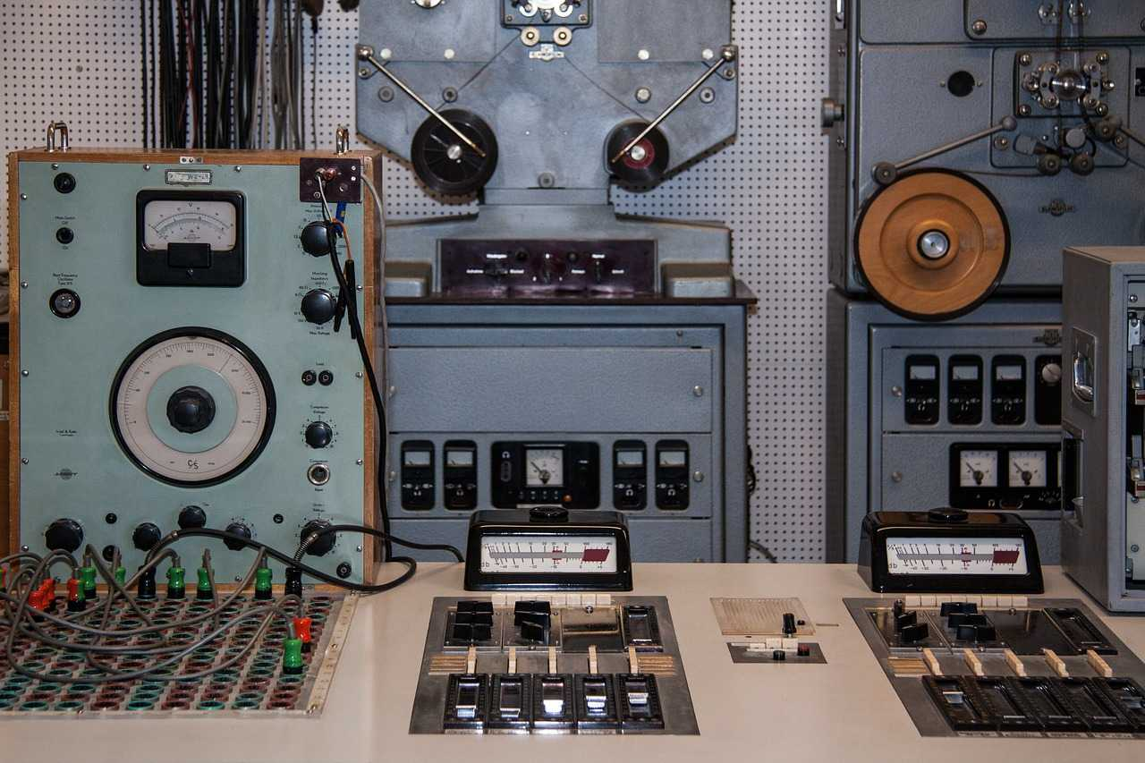 what is a frequency generator